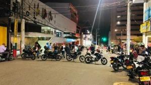 Un grupo de jóvenes bloqueó las calles aledañas al parque Murillo Toro de Ibagué