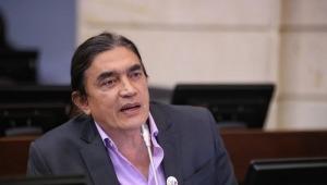 """""""Me avergonzaría asesinar 6.402 inocentes y robar $70 mil millones: Gustavo Bolívar sobre sus deudas"""