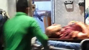 Dos hombres armados, que se movilizaban en una motocicleta, dispararon en cuatro oportunidades a un ciudadano, identificado como Camilo A. Rodríguez, de 32 años