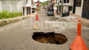 Denuncian que calles de Hacienda Piedra Pintada se hunden por pedazos