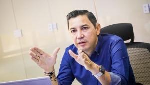 "Alcalde Hurtado calificó como ""chisme de pasillo"" polémica por lujosa camioneta de su hermano"