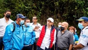 Alcalde Hurtado reapareció haciendo recorrido enzonas afectadas por crecientes del río Combeima