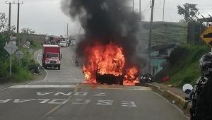 Vehículo se incendió en la vía Fresno - Manizales