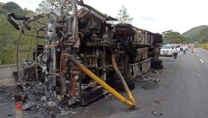 Se volcó e incendió un bus con 35 pasajeros en la variante de Ibagué