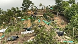 Autoridades continúan desarmando 'cambuches' en invasión del cerro la 'Mulita' de Ibagué