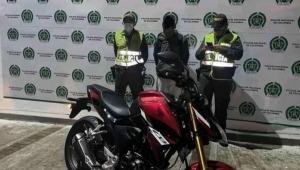 Un grupo de jóvenes delincuentes aprovechó el caos que se produjo en la carrera Quinta con calle 37 y saqueó varios negocios del sector.