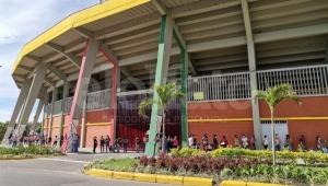 Largas filas y falta de coordinación de las autoridades de Ibagué y el Tolima en la vacunación contra COVID-19