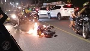 Le quemaron la motocicleta a un presunto ladrón en Ibagué