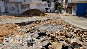 """El """"camino de herradura"""" en el que se convirtió una vía del barrio La Pola por abandono de la Alcaldía de Ibagué"""