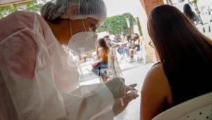 Este viernes podrá vacunarse contra el COVID-19 en el parqueadero de Mercacentro 10