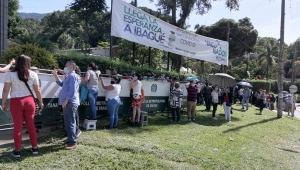 Ciudadanos llegaron a la Universidad de Ibagué desde la madrugada para vacunarse contra el COVID-19