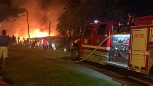 Voraz incendio afectó a cinco viviendas en el barrio Brisas del Combeima de Ibagué