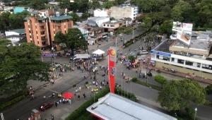 Ya se despejó la calle 37 y la movilización se desplazó hacia el centro de Ibagué
