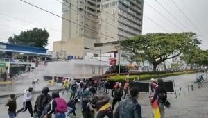 Jóvenes se enfrentaron con el Esmad en la calle 42 con carrera Quinta en Ibagué
