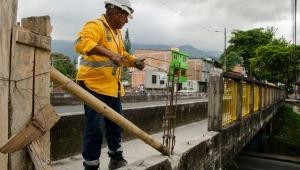 Alcaldía inició rehabilitación del puente de la calle 37 con Guabinal