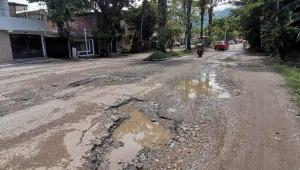 En 'trochas' están convertidas dos vías importantes del barrio El Salado en Ibagué