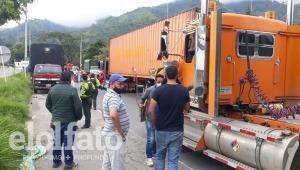 Ibagué quedó incomunicada con el norte del Tolima por bloqueo vial en el sector de El Salado