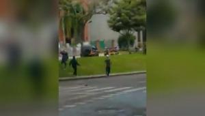 Manifestantes aseguran que un hombre los amenazó con arma de fuego en la avenida Ferrocarril