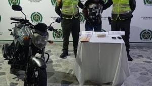 Capturan en flagrancia a hombre que llevaba 4.000 dosis de base de coca en Ibagué