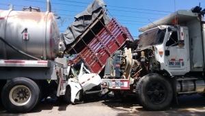 Tres vehículos de carga pesada involucrados en fuerte accidente en la vía Ibagué- Alvarado