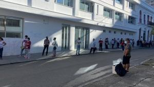 ¡El colmo! Cerca de 700 personas no fueron vacunadas contra el COVID-19 en Ibagué por ser día cívico