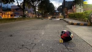 Un motociclista falleció y otro quedó gravemente herido por accidente en la calle 64 con Ambalá