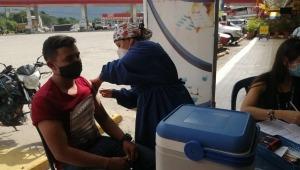 Habilitan puntos de vacunación en vías del país para transportadores de carga