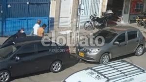 Delincuentes abrieron un vehículo en zona céntrica de Ibagué y se robaron varias pertenencias