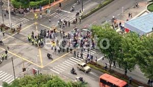 Manifestantes realizan plantón en la avenida Guabinal con calle 60 de Ibagué